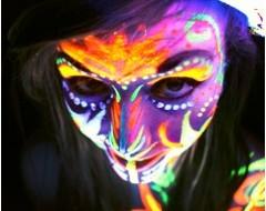 Maquillage qui Brille la Nuit